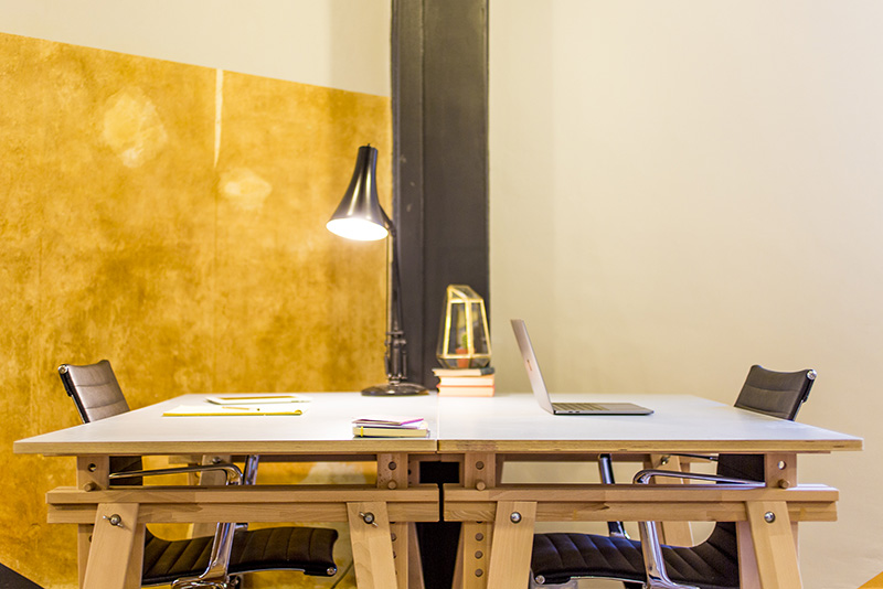 Empty desk with two chairs and a lamp in Dodo Works